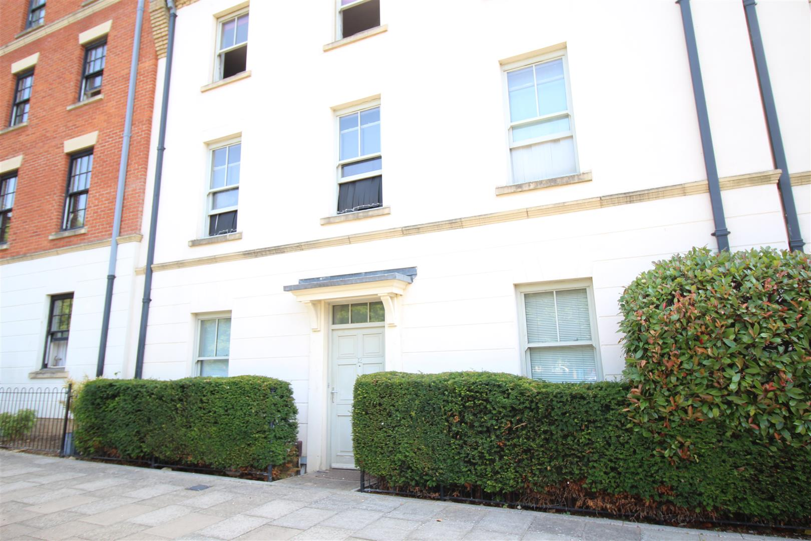 FANTASTIC FIRST TIME BUYER OR INVESTOR OPPORTUNITY!<br/><br/>Stratfords are pleased to present this fantastic 2 bedroom ground floor apartment situated in the sought after area of UPTON. Originally built by Paul Newman Homes the property boasts wonderful